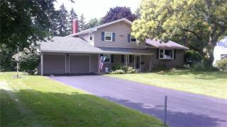 29 Meadow Dr, Webster, NY