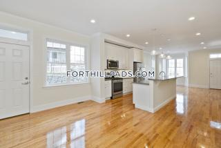 6 Saint James Pl, Boston, MA