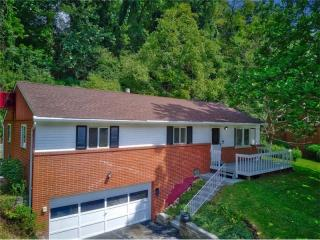 414 Hunter Dr, Pittsburgh, PA