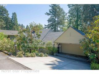 2430 Summit Ct, Lake Oswego, OR