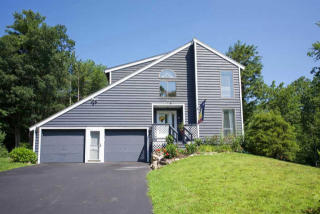 12 Mayflower Dr, Hampstead, NH