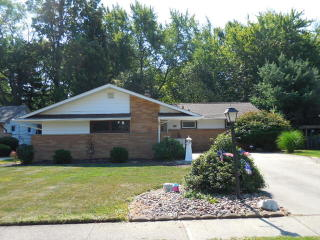 6999 Paula Dr, Middleburg Heights, OH