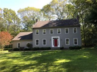 38 Robinhood Dr, Gales Ferry, CT