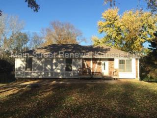 317 Oak Hill St, Lansing, KS