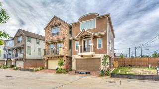 8404 Oak Leaf Point Dr, Houston, TX