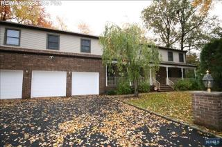 25 Fairview Ave, Closter, NJ