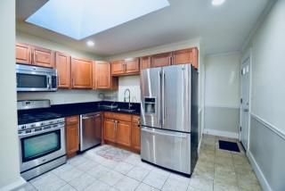 82 Bacon St #2, Waltham, MA