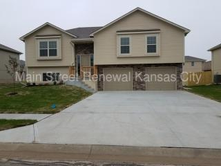 1412 N 9th St E, Louisburg, KS