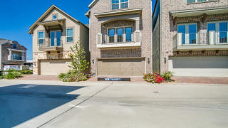 8418 Oak Leaf Point Dr, Houston, TX
