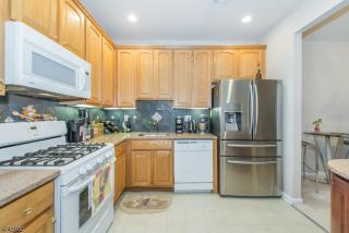 339 Cambridge Dr, Butler, NJ