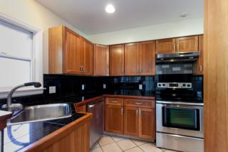 72 Wyoming Ct, Syosset, NY