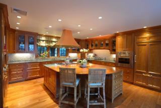 52 Valley Rd, Wellesley, MA