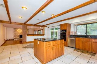 35 Juniper Ln, Muttontown, NY