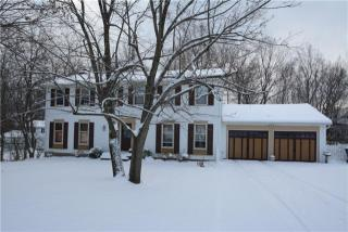32 Crestview Dr, Pittsford, NY