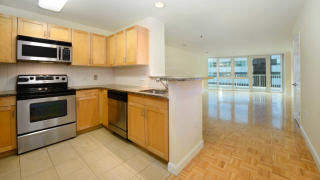 1 Harborside Pl, Jersey City, NJ