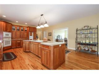 35 Pleasant Dr, Southbury, CT
