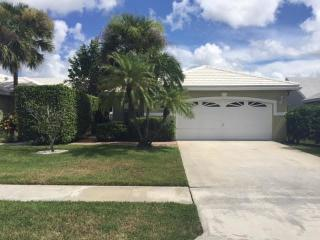 2564 Country Golf Dr, Wellington, FL