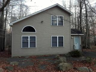 655 Country Place Dr, Tobyhanna, PA