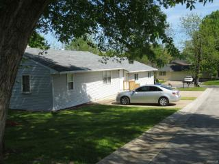 878 Evergreen Ave, Hollister, MO