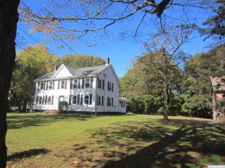 79 Kinderhook St, Chatham, NY
