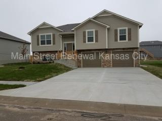 1406 N 9th St E, Louisburg, KS