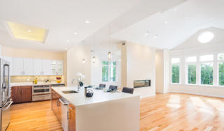 200 Estate Dr, Chestnut Hill, MA