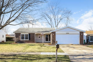 1044 Greenridge Rd, Buffalo Grove, IL