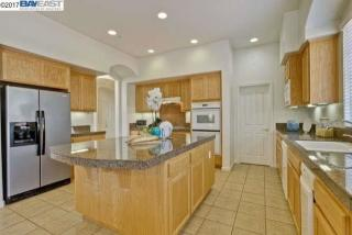 2204 Spyglass Dr, Brentwood, CA