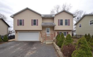 322 Lakewood Dr, Antioch, IL