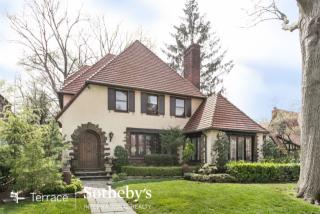 209 Greenway S Forest Hills Ny