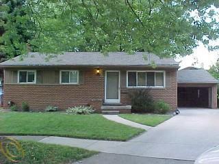 694 Lerner Ave, Clawson, MI 48017