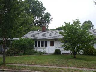 2 Garden Circle, Syosset NY