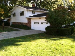 3415 West Oxford Oval, North Olmsted OH