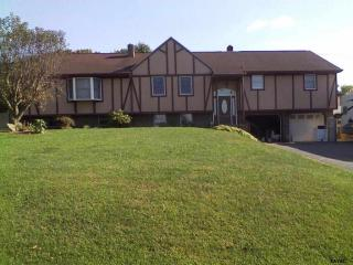 4004 Grothey Rd, Seven Valleys, PA 17360