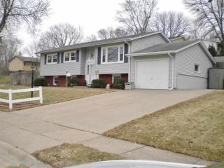 305 Colony Dr, Davenport, IA