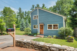 10 Cove Road, Salem NH