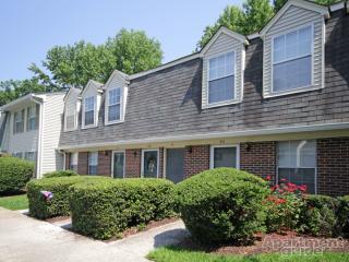 40 Maxwell Ln, Newport News, VA 23606