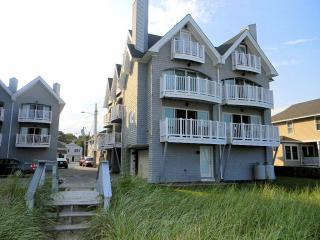 2 Saunders Ave, Old Orchard Beach, ME 04064