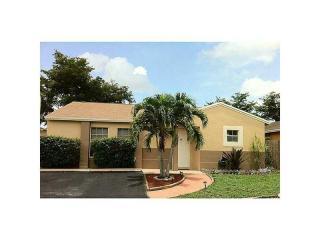 19903 Northwest 67th Circle Court, Hialeah FL