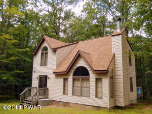 110 Ledgeview Dr, Hawley, PA 18428