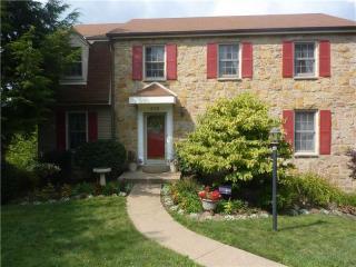 572 Aljo Dr, Upper Saint Clair, PA 15241