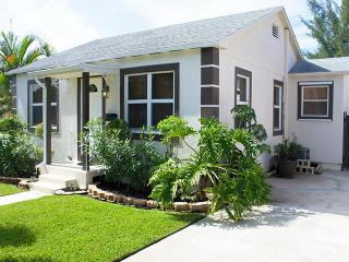 834 Dobbins St, West Palm Beach, FL 33405