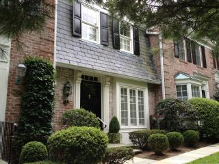 312 Elm St #3, New Canaan, CT 06840