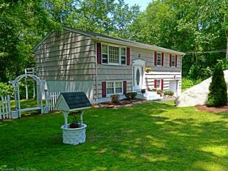 17 Ramblewood Dr, Gales Ferry, CT 06335