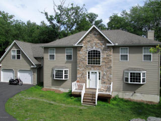 111 Brandyshire Dr, Tamiment, PA 18371