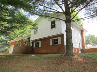 4 Walnut Ln, Union, WV 24983