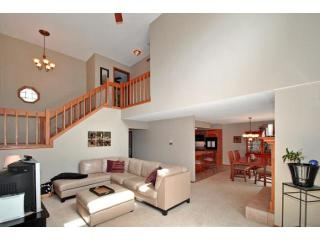 3268 Camelot Dr, Woodbury, MN 55125