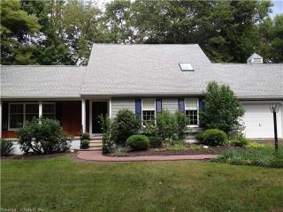 89 Woodcutters Dr, Bethany, CT 06524