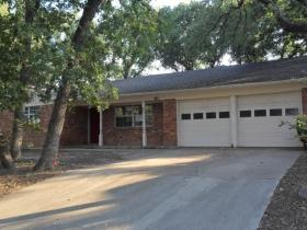 700 Queens Way, Bedford, TX 76021