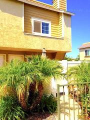 290 Victoria St #D8, Costa Mesa, CA 92627